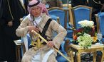 Britain´s Prince Charles attends the traditional Saudi dance which was performed during Janadriya culture festival at Der´iya in Riyadh / Bild: (c) REUTERS (POOL)