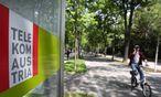 Telekom-Logo an einer Telefonzelle / Bild: REUTERS