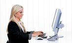 Symbolbild Frau vor dem Computer / Bild: Bilderbox