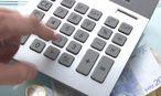 Taschenrechner und Geld / Bild: www.BilderBox.com