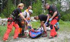 Zur Bergung der Opfer rückten elf Helfer aus. / Bild: APA/BERGRETTUNG REICHENAU