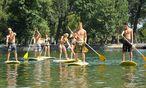 Ein Brett, ein Paddel: Schon kann man Stand-up-paddeln. / Bild: (c) Die Presse (Clemens Fabry)