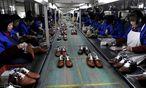 Schuhproduktion in China: Die globale Öffnung der Wirtschaft hat 500 Millionen Chinesen aus bitterer Armut geholt. / Bild: (c) REUTERS (Lang Lang)