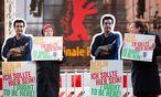 Proteste gegen das Ausreiseverbot für Panahi  / Bild: (c) EPA (KAY NIETFELD)