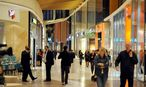 Menschen im Einkaufszentrum / Bild: Die Presse