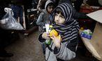 Kinder bei einer Essensausgabe in Athen.  / Bild: REUTERS