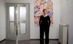 """Die Regisseurin Maria Arlamovsky vor dem Plakat ihres neuen Films """"Future Baby"""" im Wiener Votivkino. / Bild: Die Presse"""