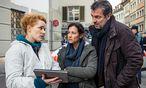 Liz Ritschard (Delia Mayer; mi.) und Reto Flückiger (Stefan Gubser, re.) mit der neuen kriminaltechnischen Leiterin Corinna Haas (Fabienne Hadorn, li.) / Bild: ORF/ARD
