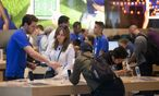 Consumers Shop At An Apple Inc. Store Ahead Of Earnings Figures / Bild: Bloomberg