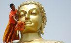 Archivbild - Buddha wird in vielfältiger Gestalt und Position dargestellt. Für die Behörden in Myanmar waren Kopfhörer für den Erleuchteten allerdings