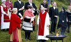 Ásatru-Hohepriester Hilmar Orn Hilmarsson (in der Bildmitte bei einem Ritual im Juni 2012) will für die alten nordischen Götter bei Rejkyavik einen Tempel errichten. / Bild: (c) REUTERS