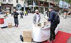 Koranverteilung in Wien / Bild: (c) Presse/Jenis