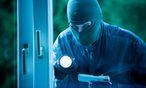 Einbrecher an einem Fenster / Bild: www.BilderBox.com