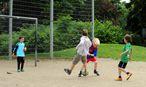 Unbeaufsichtigt mit Gleichaltrigen zu spielen ist ein Vergnügen, das Eltern in den USA in Schwierigkeiten bringen kann. / Bild: Die Presse