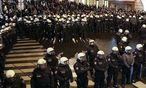 Symbolbild: Polizisten bei der Pegida-Kundgebung / Bild: (c) Stanislav Jenis