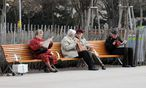 Pensionisten im Park / Bild: Clemens Fabry