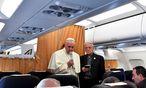 Am Rückflug aus Armenien ergriff Papst Franziskus das Wort. / Bild: REUTERS