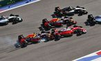 Daniil Kwjat schoss in Sotschi Sebastian Vettel erneut von der Strecke. Red Bull schickt den Russen ins B-Team. / Bild: GEPA pictures