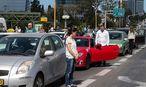 Während der Gedenkminuten halten in Israel die Autos. Weltweit wird der sechs Millionen Opfer des Holocausts gedacht. / Bild: APA/AFP/JACK GUEZ