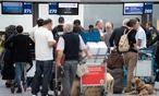 Symbolbild Reisende am Flughafen / Bild: APA/dpa/Marius Becker