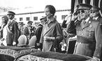 2.v.l. Juan Carlos, 1.v.r. Francisco Franco / Bild: Reuters