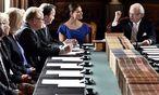 König Carl Gustaf und Prinzessin Victoria bei der Namensverkündung.  / Bild: (c) APA/EPA/CLAUDIO BRESCIANI / TT (CLAUDIO BRESCIANI / TT)
