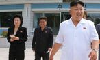 Nordkoreas Diktator Kim Jong-un (r.) mit seiner Schwester Kim Yo-jong (l.) / Bild: APA/EPA/KCNA