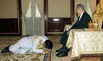 Junta-Chef und Premierminister von Thailand, Prayuth Chan-ocha, gilt als Royalist. Der König - Bhumibol Adulyadej - gilt immer noch als beinahe heilig. / Bild: (c) APA/EPA/ROYAL HOUSEHOLD BUREAU