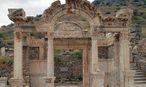 Der Hadrianstempel in Ephesos. / Bild: (c) APA/URSULA QUATEMBER/ÖAI