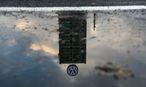 Bei VW sollen Stellen gestrichen werden / Bild: Bloomberg