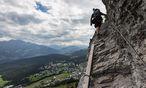 Symbolbild - Klettersteig / Bild: APA/KEYSTONE/ARNO BALZARINI