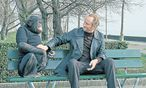 Der belgische Schmalspurganove Eddy Ricaart (Benoît Poelvoorde) hat nicht nur seltsame Sitznachbarn, sondern auch seltsame Einfälle.  / Bild: Filmladen
