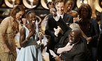 Holen den OScar für den BEsten Film: Regisseur und Cast on ''12 Years a Slave'' / Bild: (c) REUTERS (LUCY NICHOLSON)