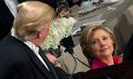 Die beiden Konkurrenten bei dem Benefiz-Dinner. / Bild: REUTERS