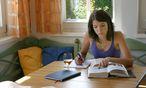 Junge Frau beim Lernen / Bild: www.BilderBox.com