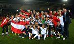 Erfolgsteam: Österreichs Fußballdamen bejubelten in Wales mit der erstmaligen EM-Qualifikation Historisches. / Bild: (c) GEPA pictures
