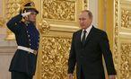 Russlands Präsident Wladimir Putin (r.)  / Bild: APA/EPA/SERGEI ILNITSKY