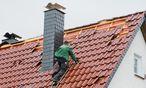 Dachdecker-Pleite in Oberösterreich kostet rund 16 Arbeitsplätze.  / Bild: (c) APA/dpa/Julian Stratenschulte