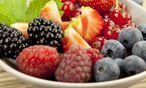 Ein Teller voller Früchte / Bild: imago stock&people