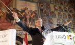 Als turnusmäßiger Chef der Landeshauptleutekonferenz dirigiert zurzeit Kärntens Landeshauptmann Peter Kaiser die österreichische Politik. / Bild: APA/GERT EGGENBERGER