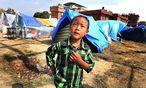 Viele Zeltstädte stehen noch in Kathmandu. In ländlicheren Regionen müssen erst Notunterkünfte errichtet werden. / Bild: (c) APA/EPA/HARISH TYAGI