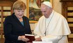 Angela Merkel besuchte Papst Franziskus im Vatikan vor der Preisverleihung. / Bild: REUTERS