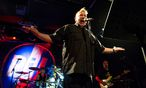 """""""Anger is an energy"""": der gestenreiche John Lydon, mit Public Image Ltd. auf Europatour. / Bild: Roland Popp / dpa / picturedesk.com"""