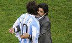 Messi und Maradona auf einem Archivbild aus dem Jahr 2010 / Bild: EPA