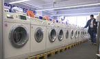 Eine kaputte Waschmaschine reparieren zu lassen ist schnell teurer, als eine neue zu kaufen. / Bild: (c) Clemens Fabry