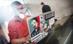 Edward Snowden / Bild: APA/EPA/HANNIBAL HANSCHKE