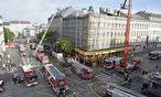 Die Feuerwehr rückte zu einem Großeinsatz am Zimmermannplatz aus. / Bild: APA/HANS PUNZ