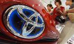 Der Höhenflug des Yen trifft auch Toyota hart / Bild:  APA/AFP/TORU YAMANAKA
