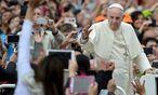 Der Papst hat sich wiederholt für eine stärkere Rolle der Frau in der katholischen Kirche ausgesprochen.  / Bild: APA/AFP/FILIPPO MONTEFORTE