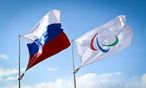 Russische und paralympische Fahne / Bild: GEPA pictures